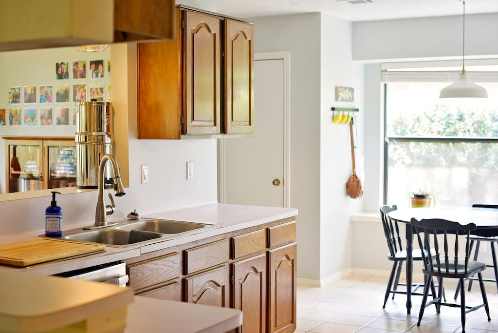 The kitchen & breakfast area are light and airy in the afternoon.