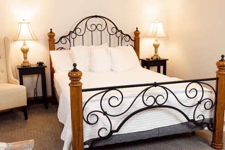 Hillside Inn - Country View Room