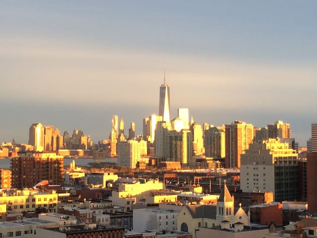NYC views, fab location, business & fam friendly! - Hoboken - Lakás