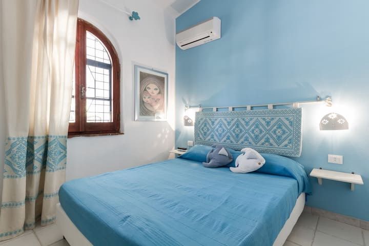 Sardinia blue Room Bed & Beach walking distance