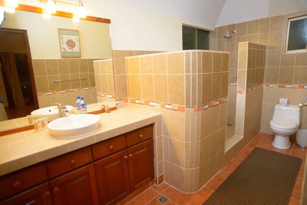 Baño cuarto número 1