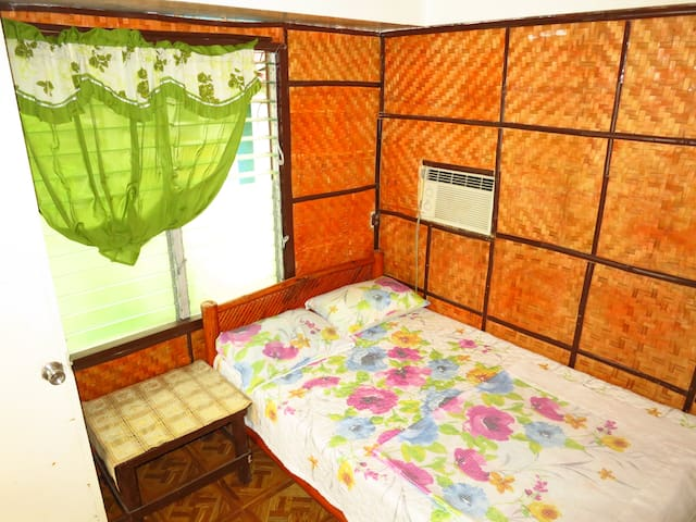 ASDC Native Cozy Fan Room for Budget Travelers!!! - Bauan - Bed & Breakfast