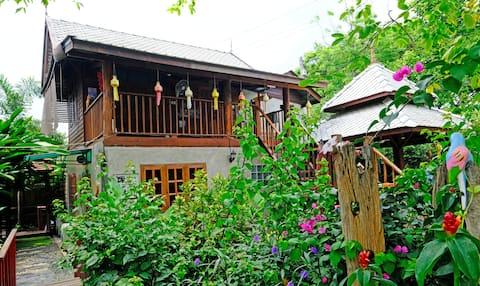 103房间真正的民宿,清迈萍河边2500平草坪