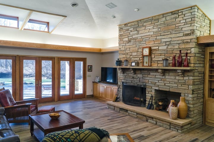 Vaulted ceiling, floor to ceiling fireplace, loads of natural light, oh my!