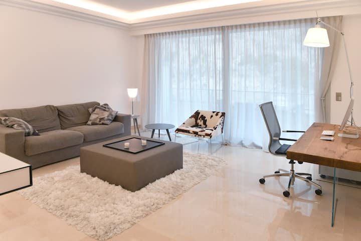 New Luxury Spacious Apartment, Centrally located