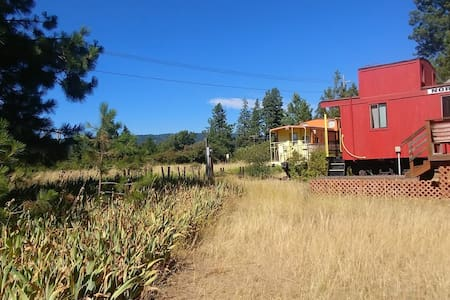 Iron Horse Inn - Northern Pacific caboose