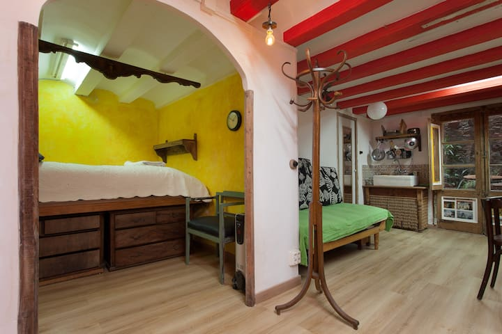 PRIVATE BEDROOM IN A CITY CENTER - Barcelona - House