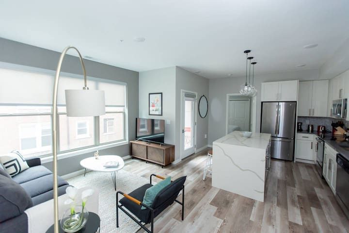 Kasa | St. Louis | Sleek 2BD/2BA Forest Park Apartment