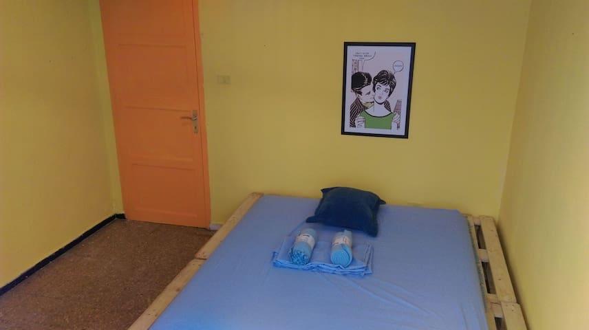 Pallets House, double bed - Santa Cruz de Tenerife, Canarias, ES - Casa