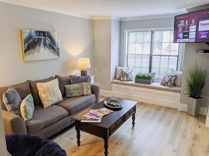 Cozy Townhome   Sleeps 6   Newly Renovated