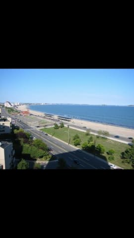 Beautiful condo 1 block from the ocean - Lynn - Condominio