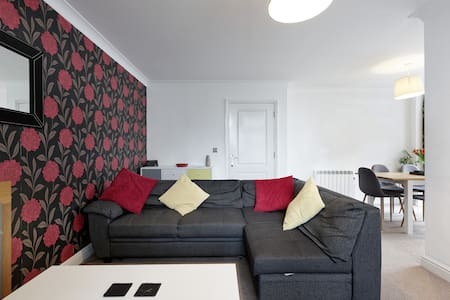 Spacious Apartment Within the Heart of the City