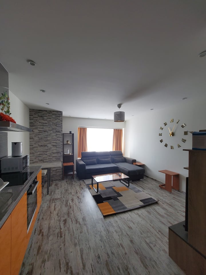 New build flat! Walking distance from the airport.