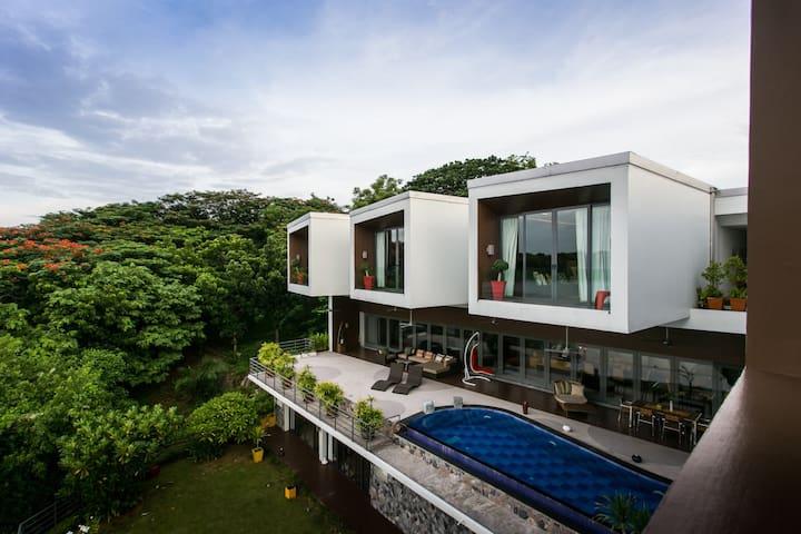 Stunning Designer Lake-Villa with Big Private Pool