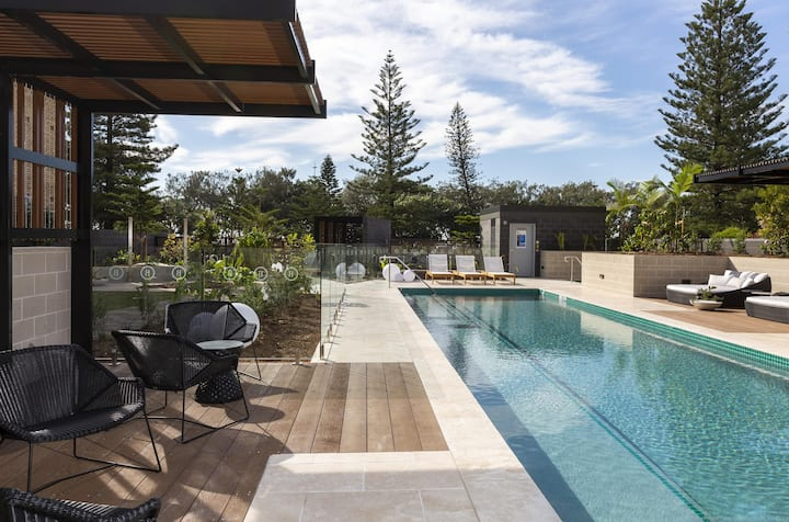 Burleigh Beach Escape with Stunning Sunset Views