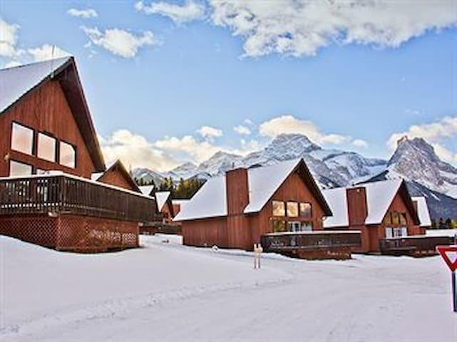 Christmas and/or New Year's in a Mountain Chalet - Canmore - Bungalo