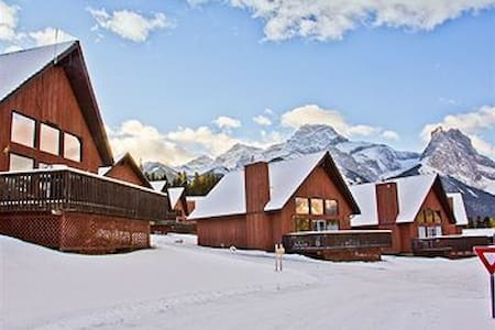 Christmas and/or New Year's in a Mountain Chalet - Canmore - Alpehytte