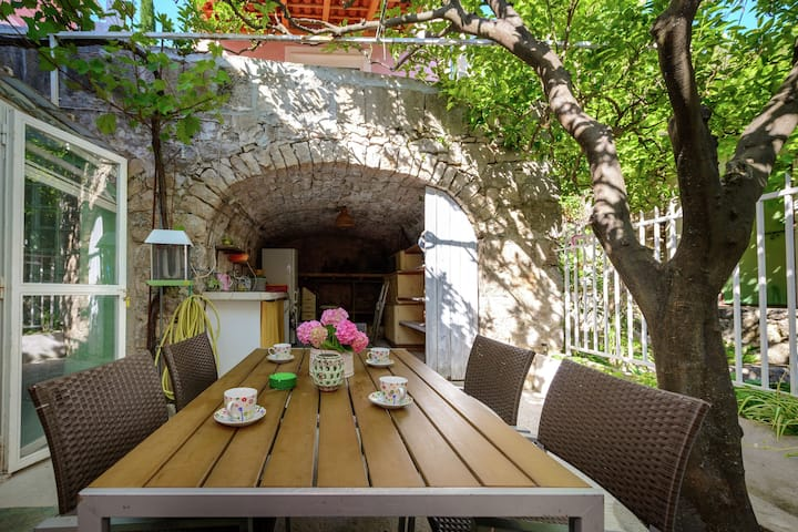 Lovely Mediterranean home near the beach with private open and covered terrace