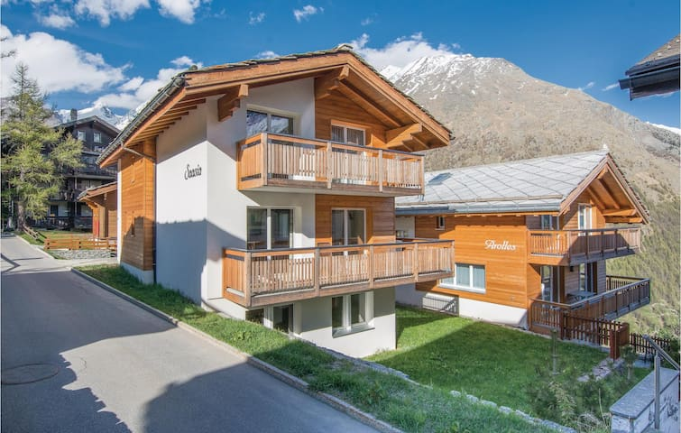 Holiday cottage with 4 bedrooms on 120 m² in Saas-Fee