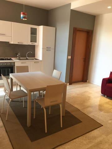 Appartamento Nuovo zona Centro/ Università/ Teatro
