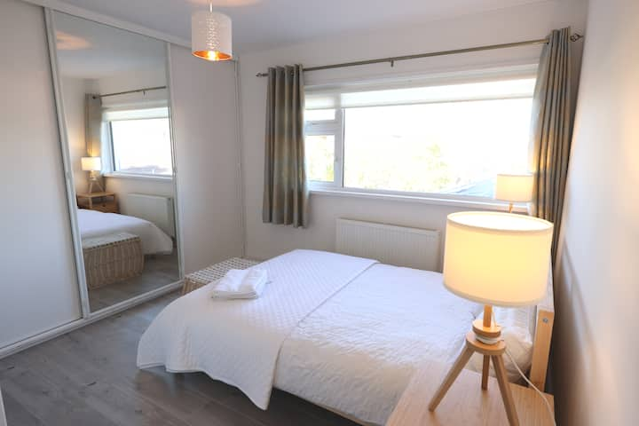 Double room 15min from City Centre & Airport