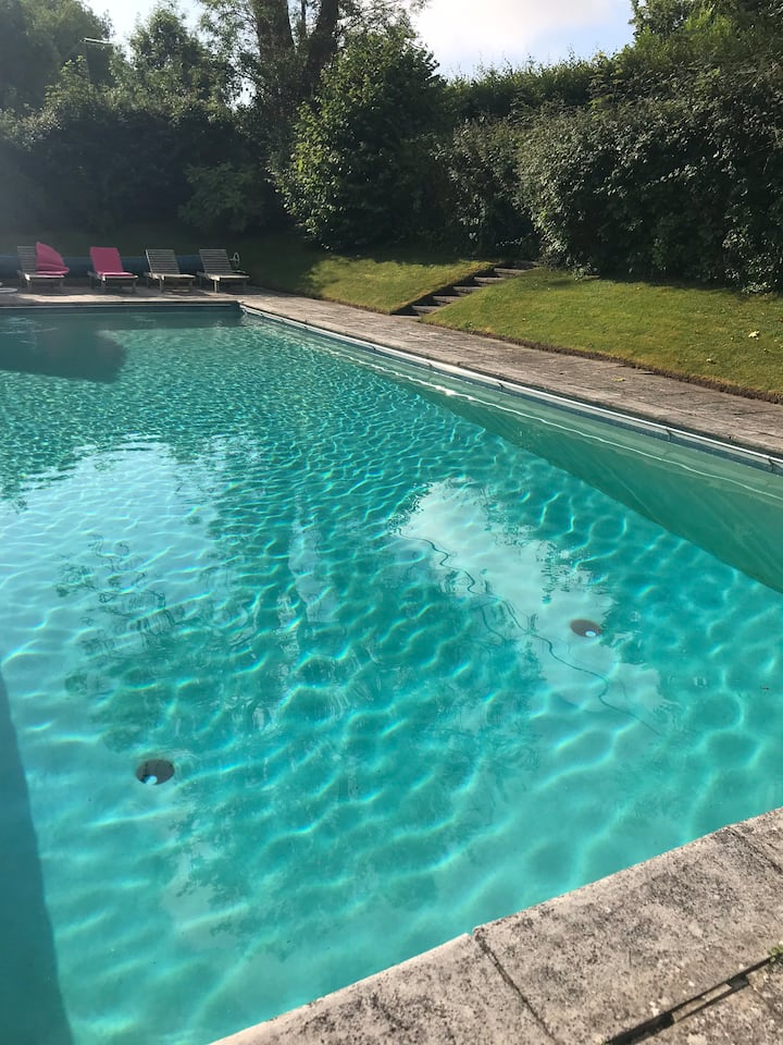 Private Glamping for 4-6 with use of pool!