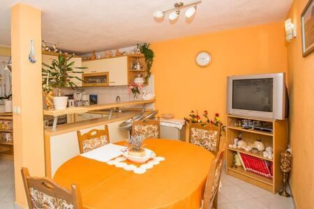 Holiday House Katica - Okrug Gornji - Apartemen