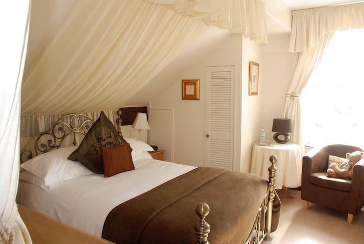 Superior en-suite double room