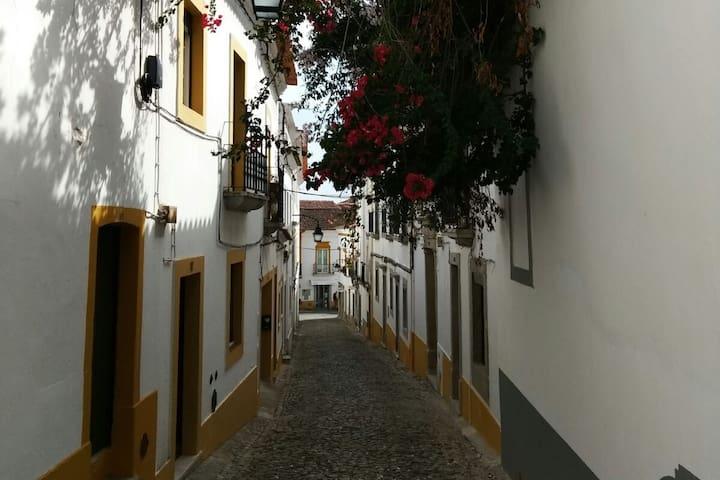 Amas - Évora House