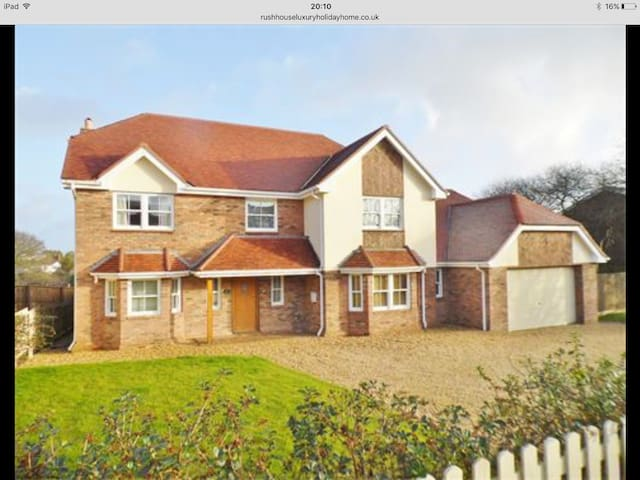 Detached House. Sleeps 10. Discount on ferries . - Shanklin - House