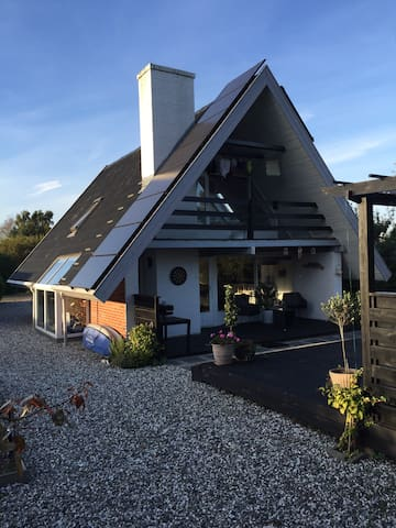 Et chillhouse tæt på vand og by - Odder - Hus