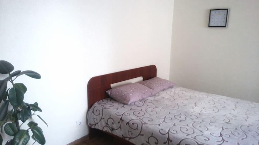 There is a big bed. Bed set is available. Это кровать, спальный комплект тоже входит в комплект (каламбурчик).