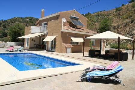 Luxe vakantie villa met uitzicht op zee - Arenas