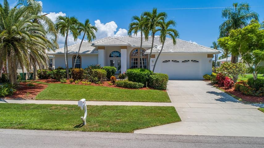 Live the Luxury Life in this Beautiful Island Home!