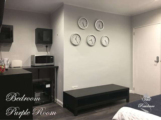 Vika Residence Wednesbury - Purple Room