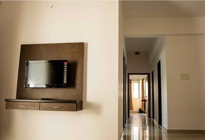 Upper Lonavala, 2BHK, Terrace, Common Pool & Lawns - Karla - Appartement