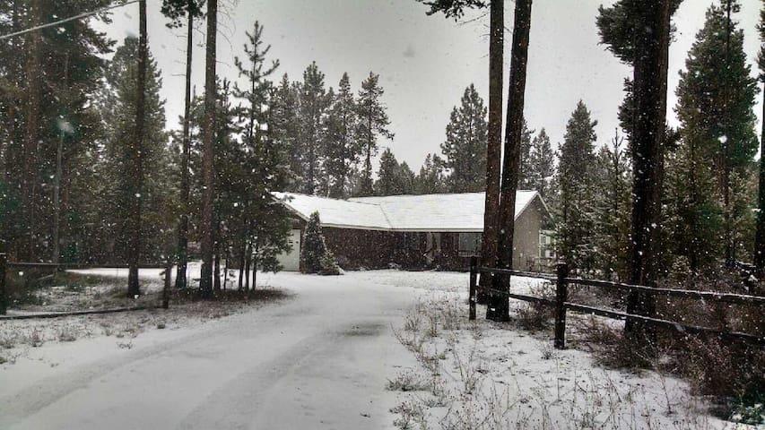 LaPine Cozy Cabin Winter Fun Skiing - La Pine - Houten huisje