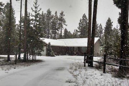 LaPine Cozy Cabin Winter Fun Skiing - La Pine