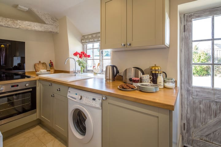 Hunt Cottage, Pinkney Court, Malmesbury, Wiltshire