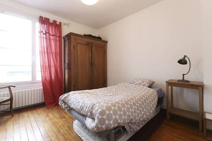 Bedroom in a nice flat in Creil - Creil - Daire