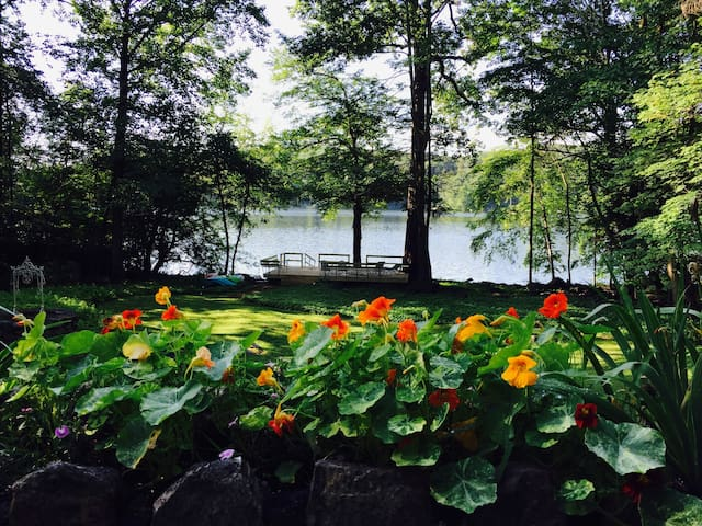 Luxury Lakefront Villa -- One Hour from NYC!