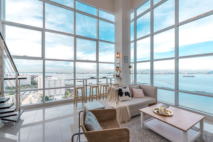 Graceful Seaview Duplex 2BR @ Georgetown