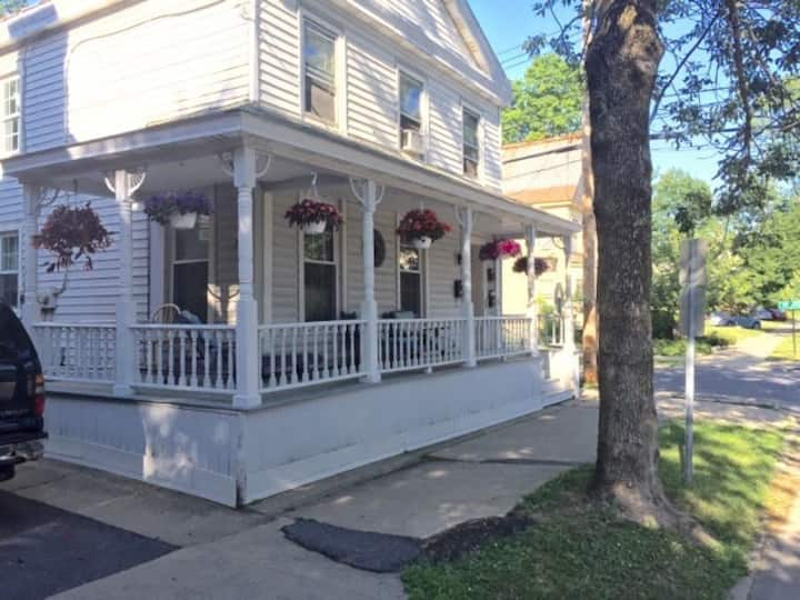 Saratoga Springs- Sweet Spot on Caroline Street
