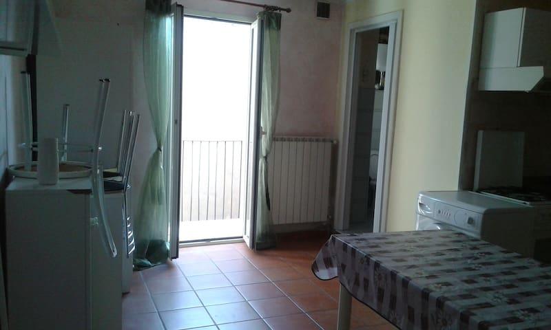 Monolocale nel centro storico - Isernia - Apartamento