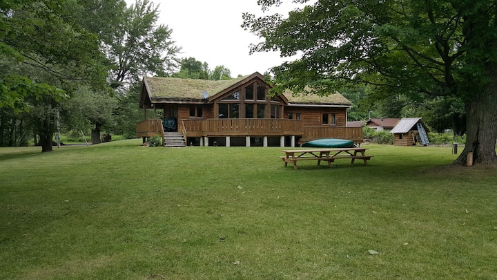 Ault Island Waterfront Chalet - Sleeps 12