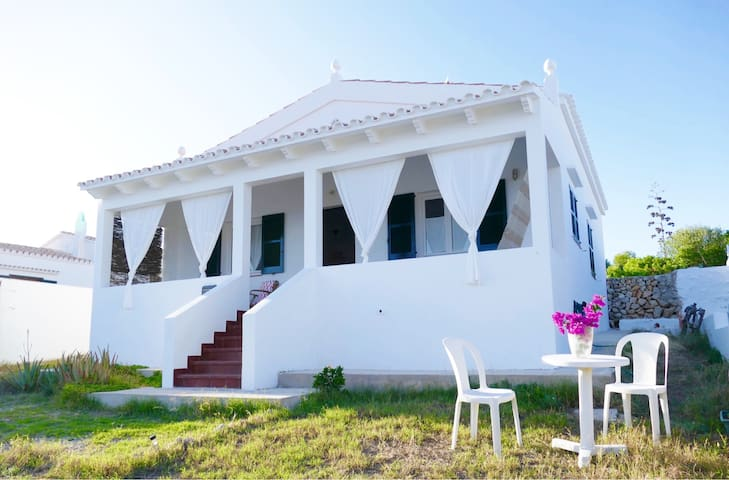 SEA FRONT LINE HOUSE IN BINIANCOLLA