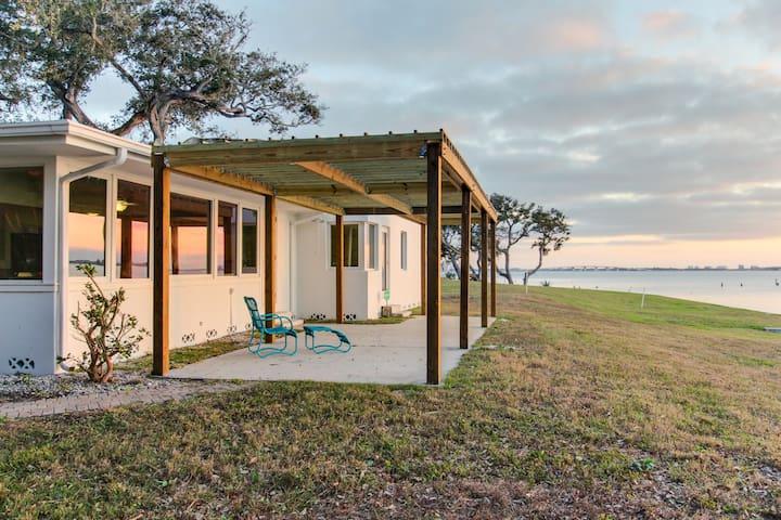 Oceanfront dog-friendly home w/ sunset views of Sarasota Bay - snowbirds welcome