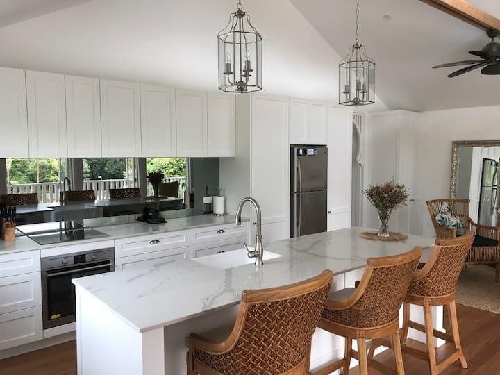 Hamptons Style Luxury Cottage Getaway