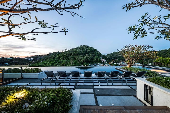 Luxury Room / Roof Top Pool / Phuket Town #H139