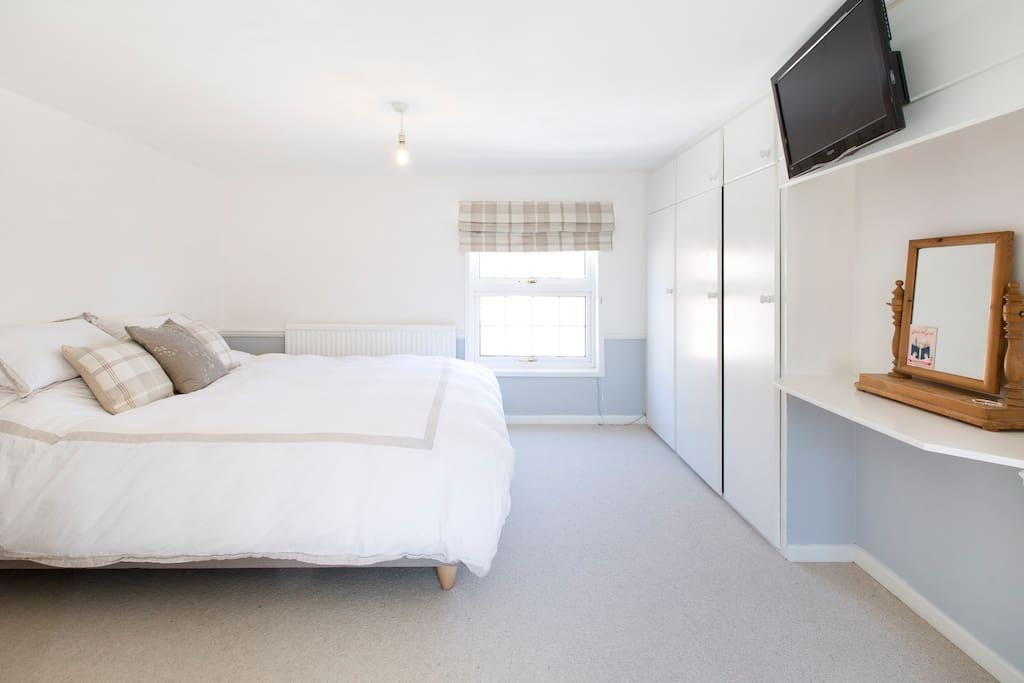 Master bedroom (wall mounted TV)